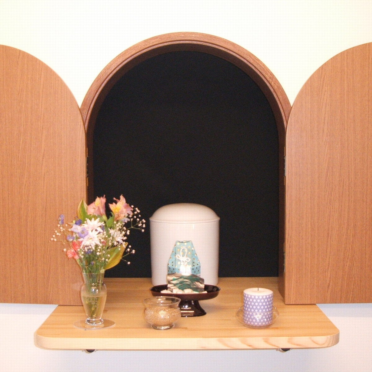 共同納骨棚前の専用祭壇
